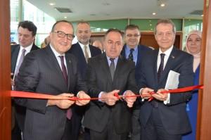 Kastamonu'nun Renkleri konusu fotoğraf sergisini KSO Başkanı Zeytinoğlu,KSO Meclis Başkanı Tuğrul ve KAFFOT Başkanı Güngör açtı