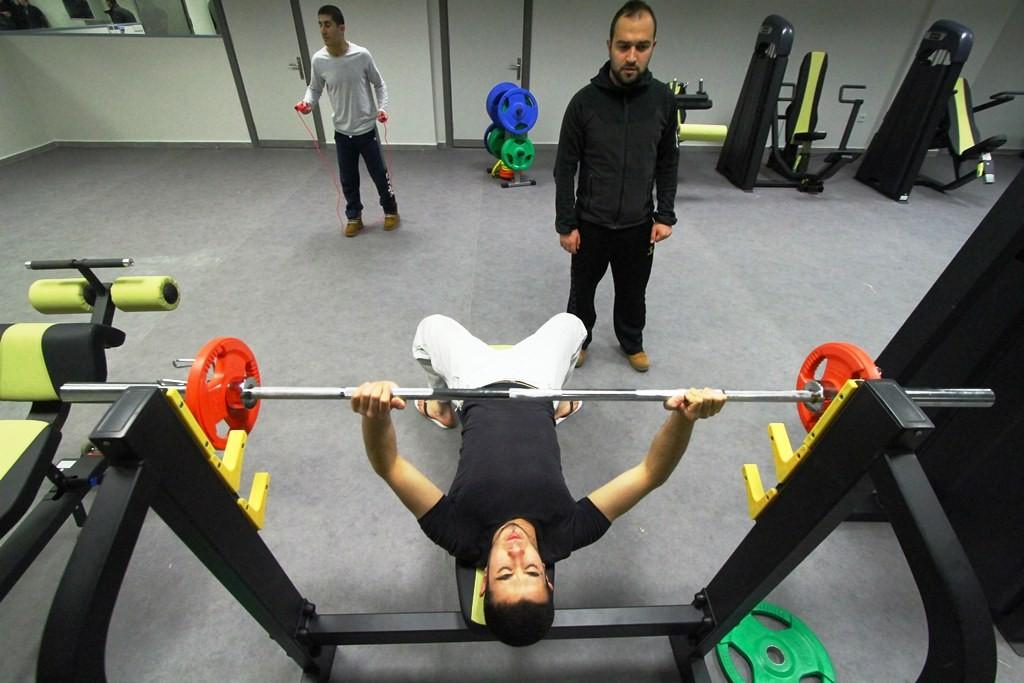 Spor hocası eşliğinde spor yapıyorlar (2)