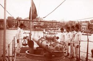Torpedo_tube_of_Muavenet-i_Milliye