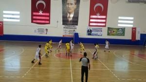 Okullar arasç basket.
