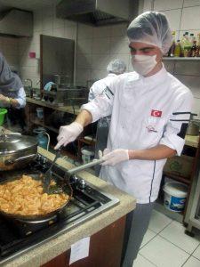 Beyaz Kalpler'de aşçılık ve servis elemanlığı yarışması (2)