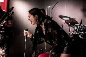 Ceylan Ertem Sahne Performansçyla Gîz Dolduruyor