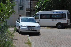Çekiciler araçları kaldırıyor araç sürücüleri yine aynı park ediyor 3
