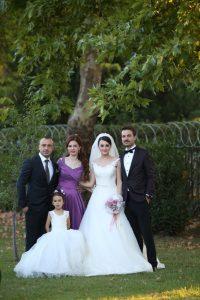 Haluk ve Elif Damadın Ablası Aynur Hacıfettahoğlu, Eniştesi Onur  Bey ve küçük kızları Rana ile birlikte