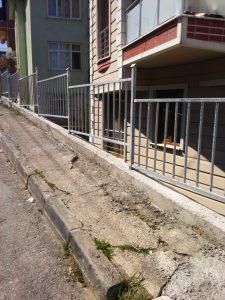 Dumlupınar mahallesi 383 sk.no10 önüne 17 metre galvenizli korkuluk yapıldı.