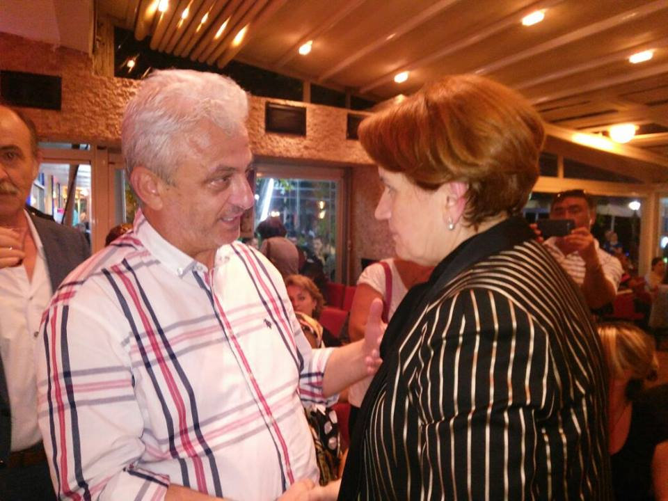 Meral Akşener ve Nurettin Şenemre dostların koyu sohbeti