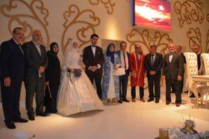 aileler-ile-birlikte-nikah-sonrasi-aileler-ile-birlikte-toplu-fotograf-cekildi