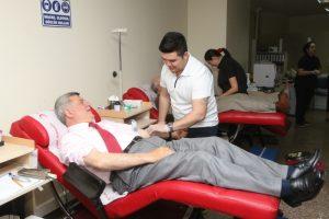 Başkan Kızılay'a kan bağışında bulunmuştu