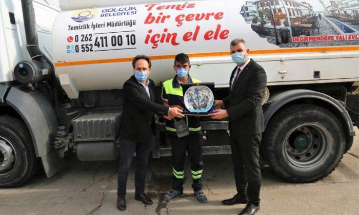 BAŞKAN SEZER KAHRAMAN MÜSLÜM KAYA'YI TEBRİK ETTİ | Gölcük Haber Gazetesi